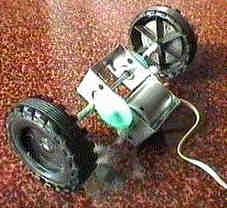 Motor con reductora y ruedas sacados de un juguete
